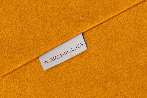 W.SCHILLIG nurgadiivan 'finn', 3 laiust, pähklipuust jalad, GERMAN DESIGN AWARD SPECIAL 2016